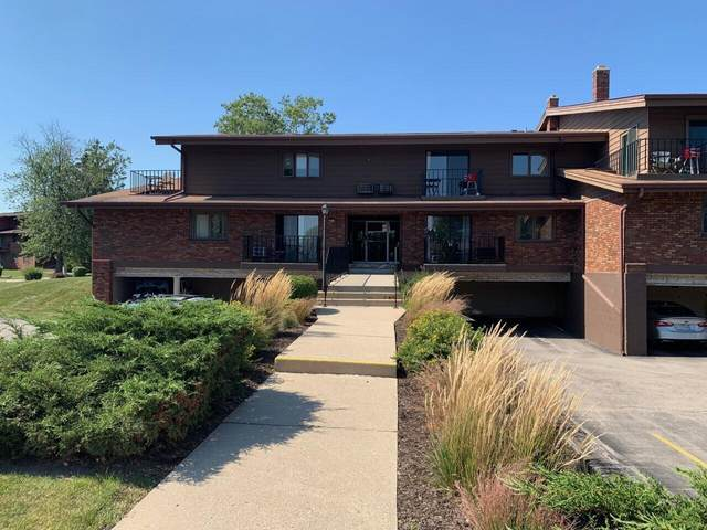 4035 S 84th Unit 1, Greenfield, WI 53228 (#1763900) :: RE/MAX Service First