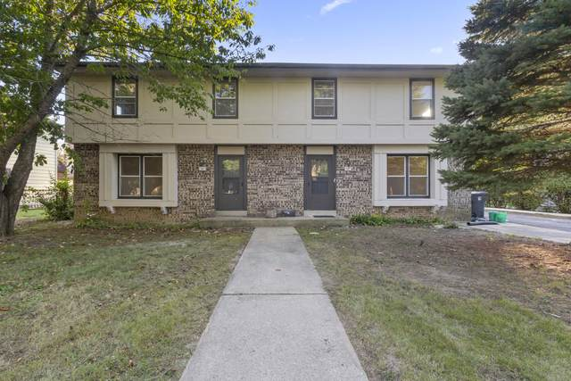 425 Park Hill, Pewaukee, WI 53072 (#1763938) :: RE/MAX Service First