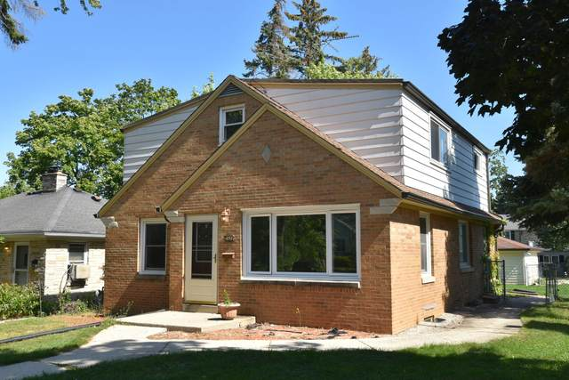 3426 S 44th St, Greenfield, WI 53219 (#1763953) :: RE/MAX Service First