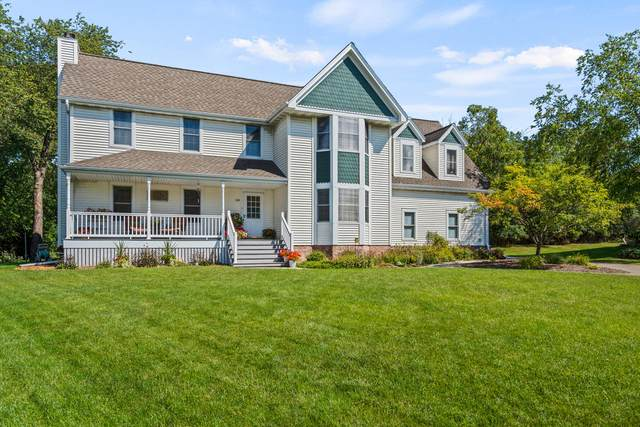 145 Woodlands Ct, Hartland, WI 53029 (#1763974) :: RE/MAX Service First