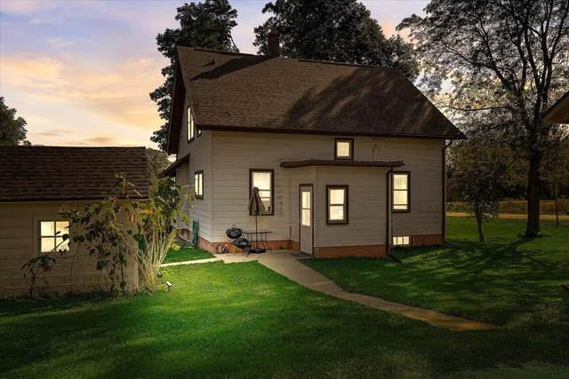 9030 Western Ave, Cedarburg, WI 53012 (#1764006) :: OneTrust Real Estate