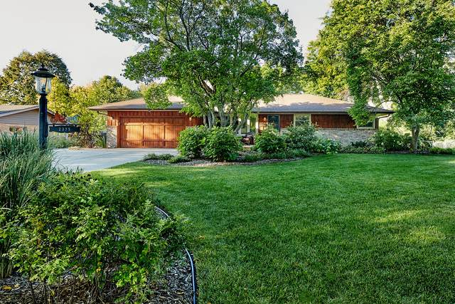 2375 S Green Links Dr, West Allis, WI 53227 (#1764242) :: EXIT Realty XL
