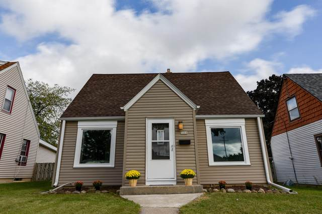 3666 S 20th St, Milwaukee, WI 53221 (#1764245) :: EXIT Realty XL
