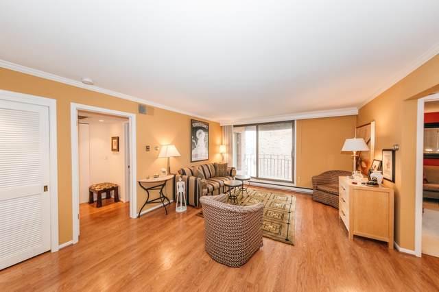 3916 N Oakland Ave #215, Shorewood, WI 53211 (#1764330) :: Tom Didier Real Estate Team