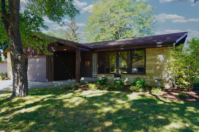 1122 School Dr, Waukesha, WI 53189 (#1764344) :: EXIT Realty XL