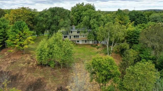 2450 Deerfield Ct, Cedarburg, WI 53080 (#1764417) :: Tom Didier Real Estate Team