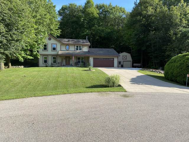 S52W22917 Hunters Hollow Ct, Waukesha, WI 53189 (#1764428) :: EXIT Realty XL