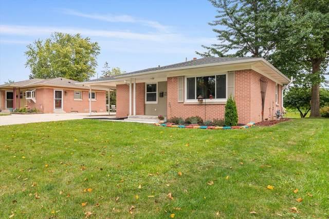 W64N420 Madison Ave, Cedarburg, WI 53012 (#1764479) :: Tom Didier Real Estate Team