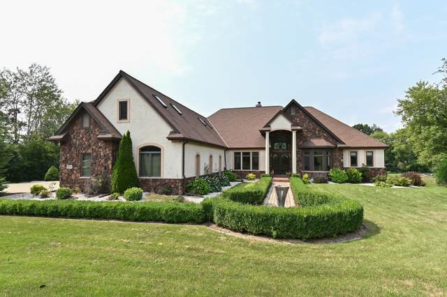 4042 Coopers Hawk Dr, Richfield, WI 53033 (#1764520) :: EXIT Realty XL