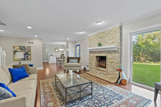 10320 N Provence Ct, Mequon, WI 53092 (#1764522) :: EXIT Realty XL
