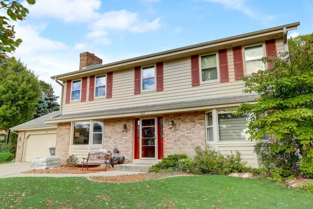 1202 Woodview Dr, Waukesha, WI 53189 (#1764631) :: RE/MAX Service First