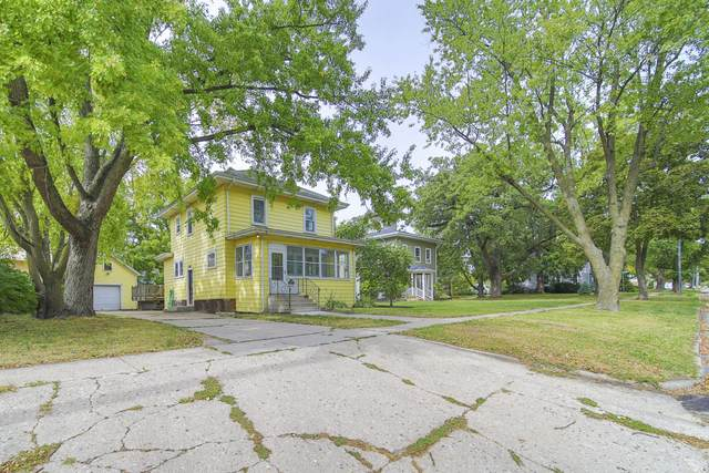 308 S Washington St, Elkhorn, WI 53121 (#1764790) :: Re/Max Leading Edge, The Fabiano Group