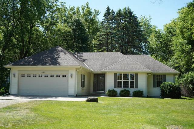 11123 W Edgerton Ave, Hales Corners, WI 53130 (#1764900) :: RE/MAX Service First
