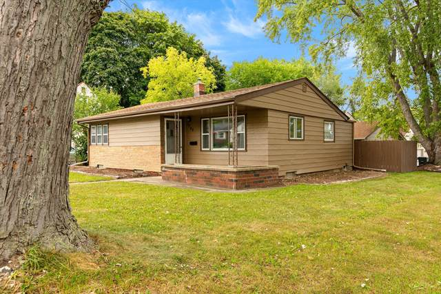 3596 S 46th St, Greenfield, WI 53220 (#1764918) :: Re/Max Leading Edge, The Fabiano Group