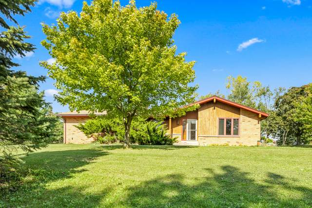 1329 Parry Ln, Delafield, WI 53029 (#1765346) :: RE/MAX Service First