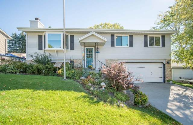 919 Squire Ln, West Bend, WI 53090 (#1765529) :: Re/Max Leading Edge, The Fabiano Group
