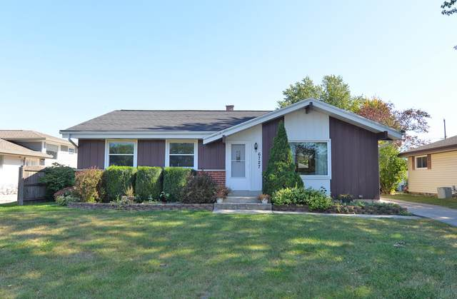 6727 Lone Elm Dr, Caledonia, WI 53402 (#1765669) :: RE/MAX Service First
