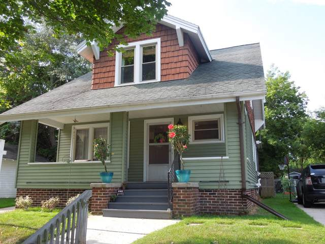 913 Bluff Ave, Sheboygan, WI 53081 (#1765684) :: RE/MAX Service First