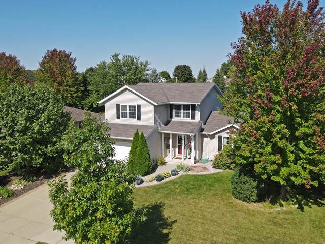 2606 Park Forest Dr, West Bend, WI 53090 (#1765888) :: EXIT Realty XL
