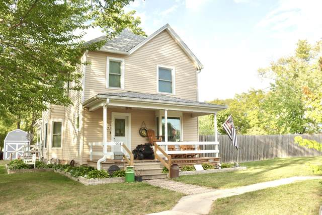 904 8th Ave, Union Grove, WI 53182 (#1766132) :: RE/MAX Service First