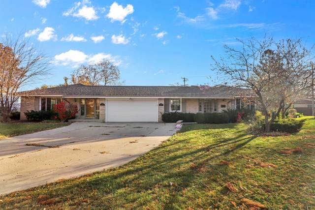 7420 W Crawford Ave #7422, Milwaukee, WI 53220 (#1766171) :: RE/MAX Service First
