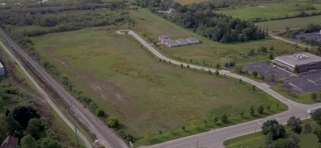 5715 W Donges Bay Rd, Mequon, WI 53092 (#1766297) :: Tom Didier Real Estate Team