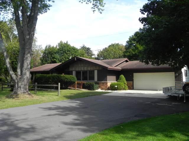 340 Stonefield Dr, Cedarburg, WI 53012 (#1766299) :: Tom Didier Real Estate Team