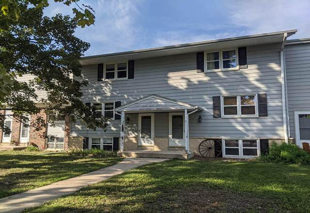 218 Wolf Dr, Dousman, WI 53118 (#1766336) :: RE/MAX Service First