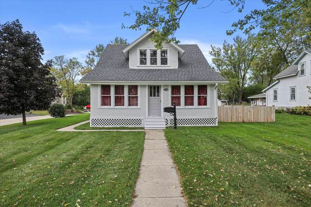 359 Prospect Ave, Pewaukee, WI 53072 (#1766538) :: RE/MAX Service First