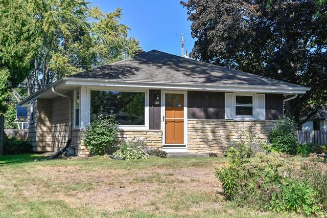 854 W Montclaire Ave, Glendale, WI 53217 (#1766652) :: RE/MAX Service First