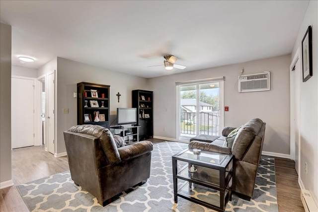1614 S Carriage Ln D, New Berlin, WI 53151 (#1766664) :: Keller Williams Realty - Milwaukee Southwest