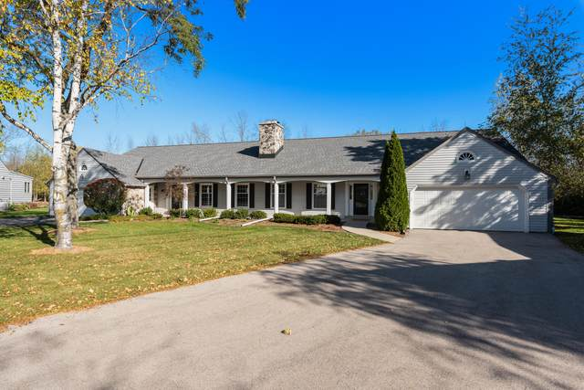 928 W Shaker Cir, Mequon, WI 53092 (#1766742) :: RE/MAX Service First