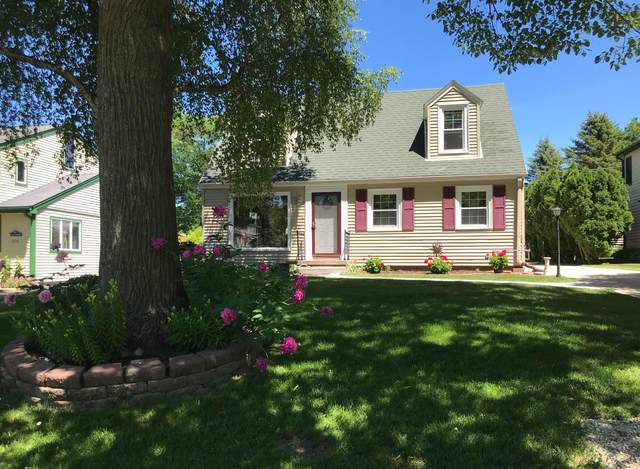8314 N Regent Rd, Fox Point, WI 53217 (#1766997) :: EXIT Realty XL