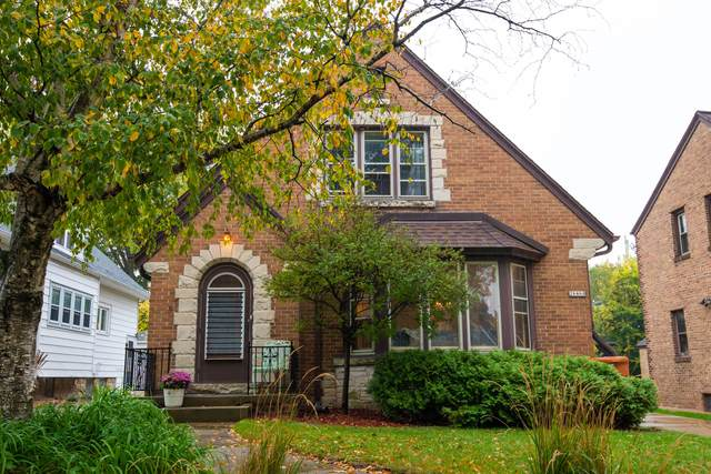 2646 N 72nd St 2646A, Wauwatosa, WI 53213 (#1766999) :: RE/MAX Service First