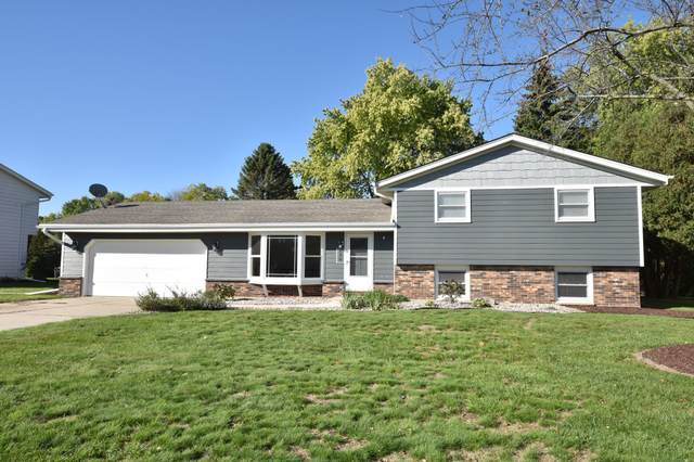 520 S Silverbrook Dr, West Bend, WI 53095 (#1767171) :: RE/MAX Service First