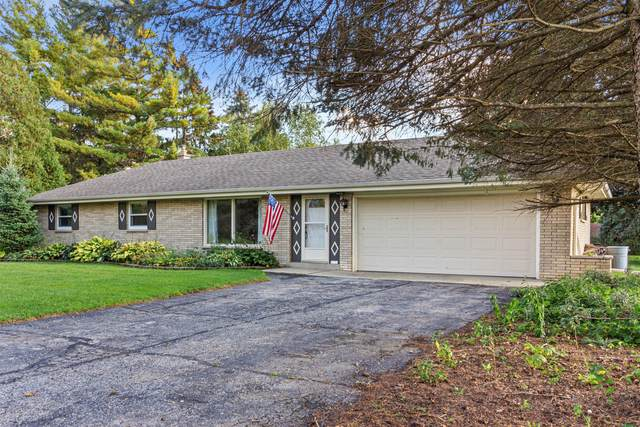 4079 Maple Grove Dr, Richfield, WI 53033 (#1767352) :: EXIT Realty XL