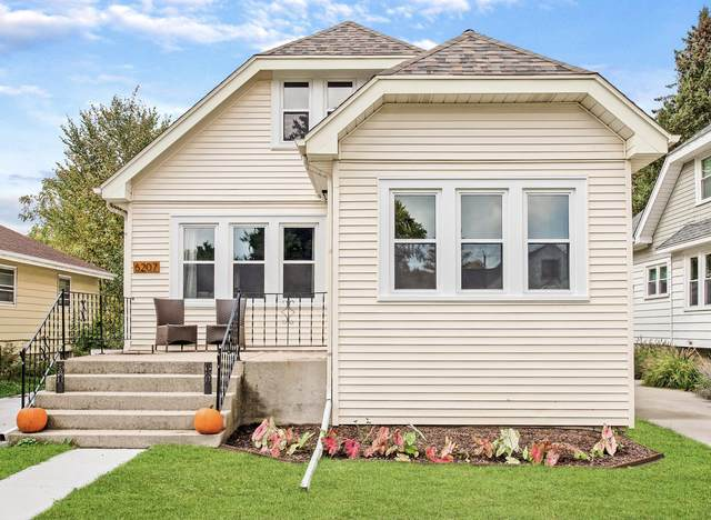 6207 N Willow Glen Ln, Glendale, WI 53209 (#1767442) :: RE/MAX Service First