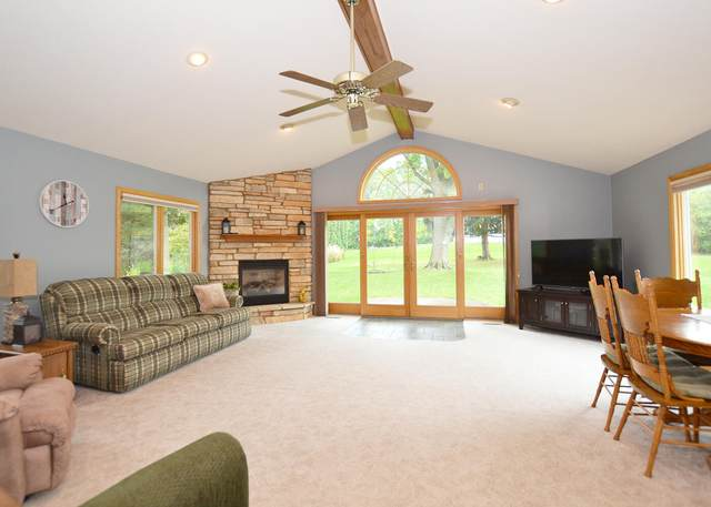 1018 Sunset Dr, Delafield, WI 53018 (#1767654) :: RE/MAX Service First
