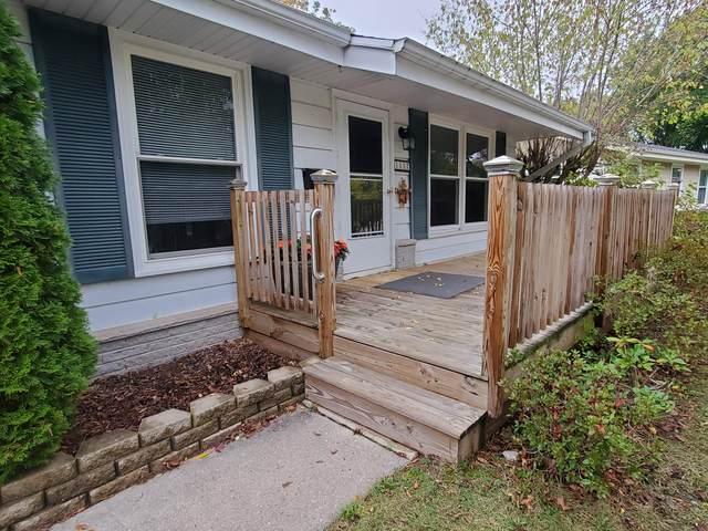 1517 Meadow Ct, Port Washington, WI 53074 (#1767760) :: Tom Didier Real Estate Team