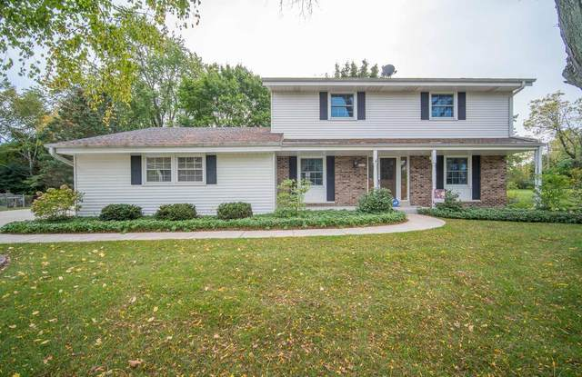 14315 W Rogers Dr, New Berlin, WI 53151 (#1767802) :: RE/MAX Service First