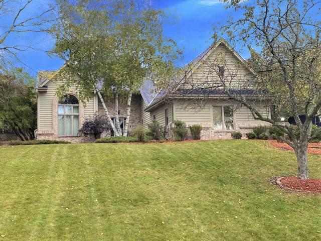 W280N1792 Golf View Dr, Delafield, WI 53072 (#1767984) :: Keller Williams Realty - Milwaukee Southwest