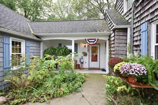 7901 Bridge St, Cedarburg, WI 53012 (#1768010) :: Tom Didier Real Estate Team