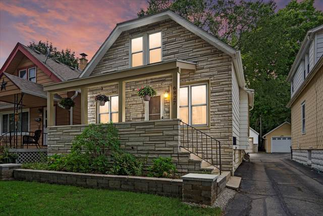 6827 Auburn Ave, Wauwatosa, WI 53213 (#1768045) :: RE/MAX Service First