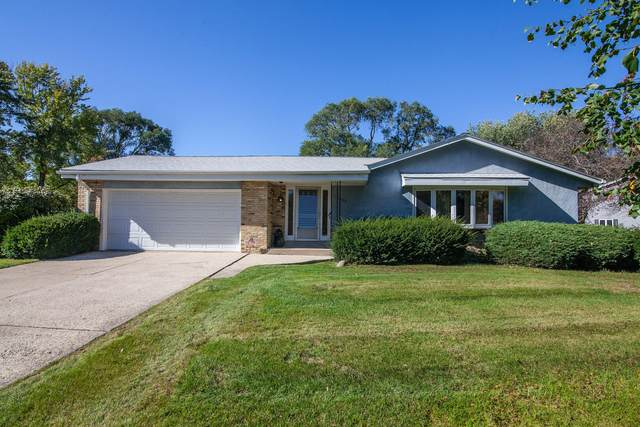 13300 W Sunny View Dr, New Berlin, WI 53151 (#1768098) :: RE/MAX Service First