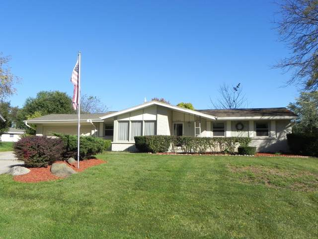 3680 S Brentwood Rd, New Berlin, WI 53151 (#1768107) :: RE/MAX Service First