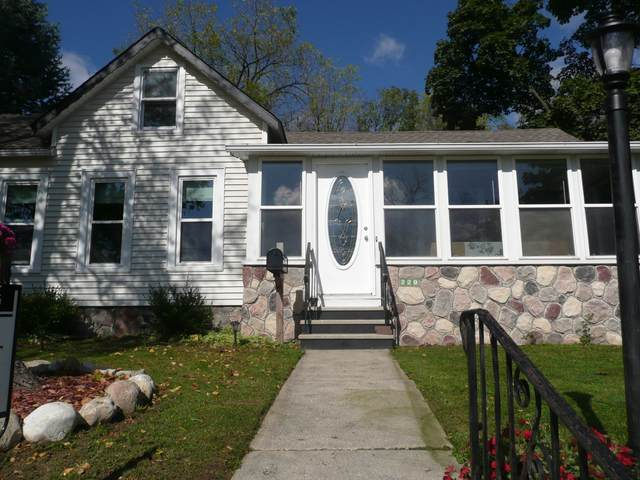 220 W Capitol Dr, Hartland, WI 53029 (#1768130) :: Keller Williams Realty - Milwaukee Southwest