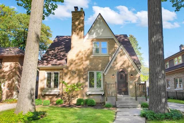 742 E Sylvan Ave, Whitefish Bay, WI 53217 (#1768165) :: Tom Didier Real Estate Team