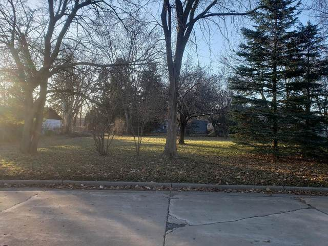 5825 N 114th St, Milwaukee, WI 53225 (#1768199) :: RE/MAX Service First