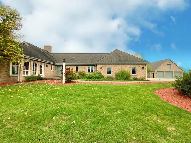 38715 Genesee Lake Rd, Summit, WI 53066 (#1768216) :: RE/MAX Service First