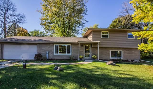 561 Lake Shore Rd, Grafton, WI 53024 (#1768244) :: Tom Didier Real Estate Team